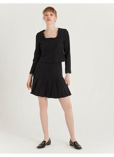 BGN Siyah - Düğmeli Kısa Ceket Siyah